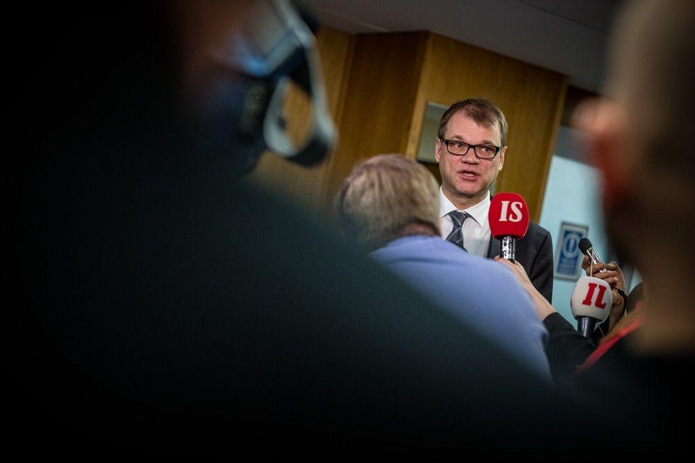 Juha Sipilä vieraili PAMin hallituksen kokouksessa kiky-sopimusväännön aikana maaliskuussa. Kuva: Lassi Kaaria