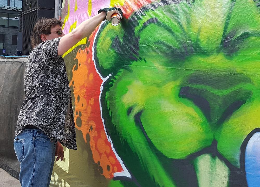 Kuvien tekeminen on mun alaa, sanoi graffitia spreijannut Turre.