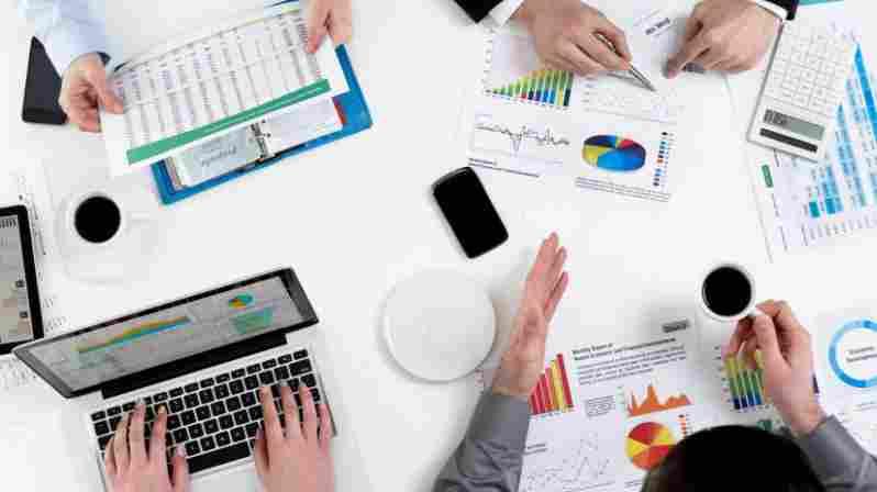 Luottamusmies edistää duunarin asioita yrityksen hallituksen kokouksissa