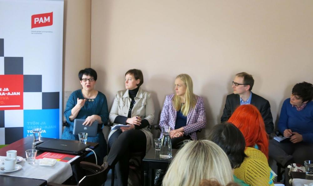 Tarja Filatov, Paula Lehtomäki, Elina Lepomäki, Leo Stranius ja Silvia Modig ruotivat osa-aikatyön ongelmia ja mahdollisuuksia PAMin keskustelutilaisuudessa. Heistä jokainen kertoi joskus tehneensä osa-aikatyötä.