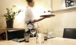 Joka viides säästää ravintoloissa käymisestä pikkujoulukaudella