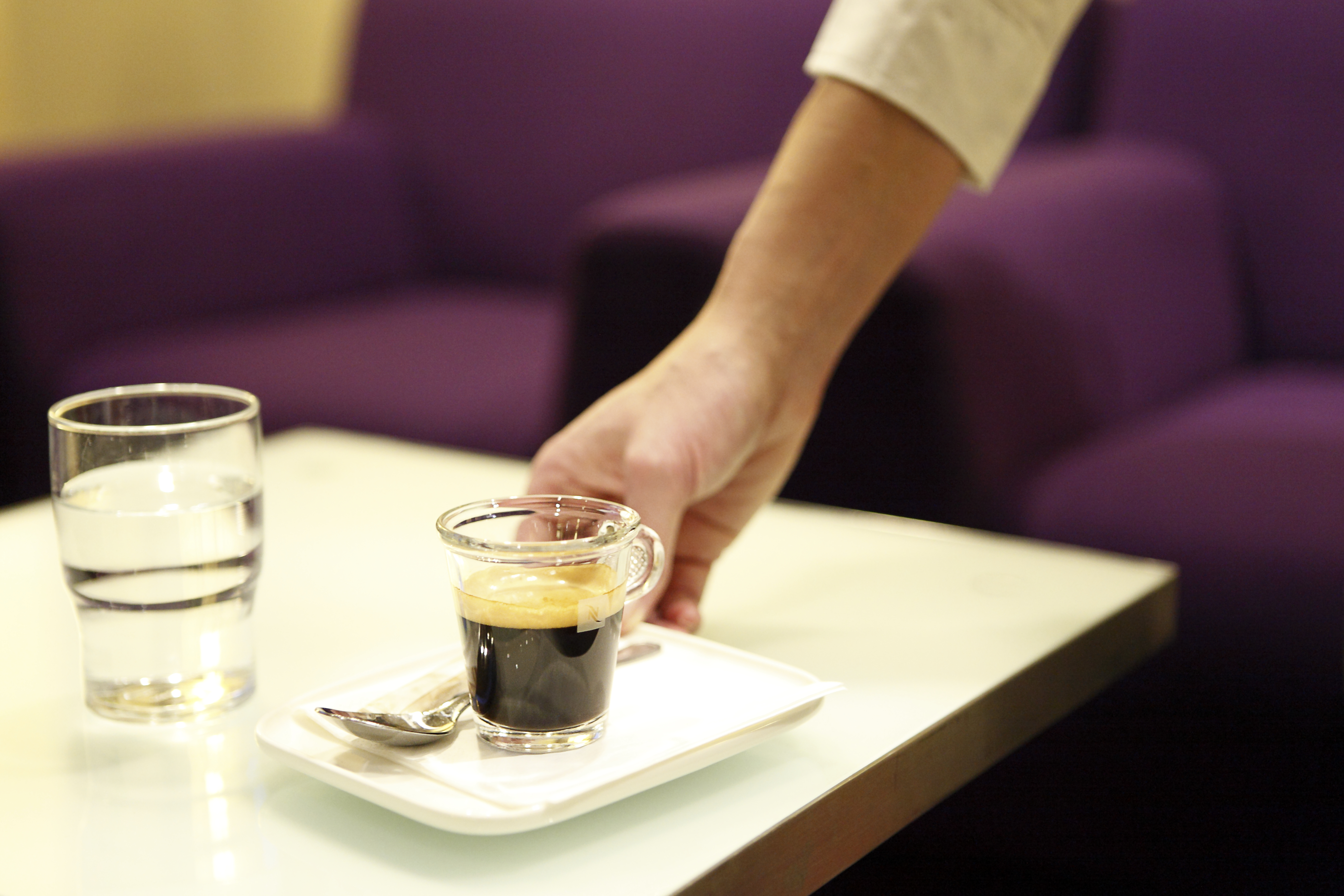 """Kahvila erotti Japanissa 28-vuotiaan naisen, koska """"hän oli menettänyt raikkautensa"""""""