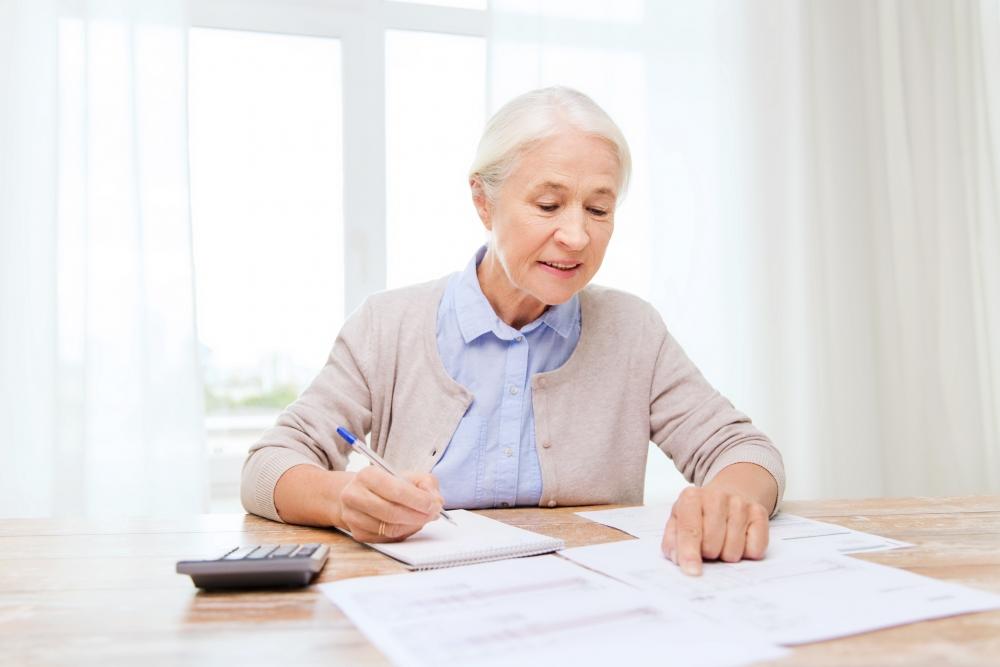 Eläkeuudistus tulee voimaan ensi vuonna. Ikääntyvän työttömän kannattaa harkita työttömyysturvalla elämistä 65 vuoden ikään asti. Kuva: iStockphoto